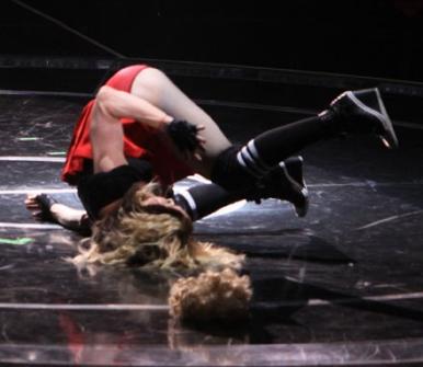 7201084_Madonna-Falling